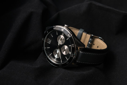 Watches - Luxury fashion watch with black dial