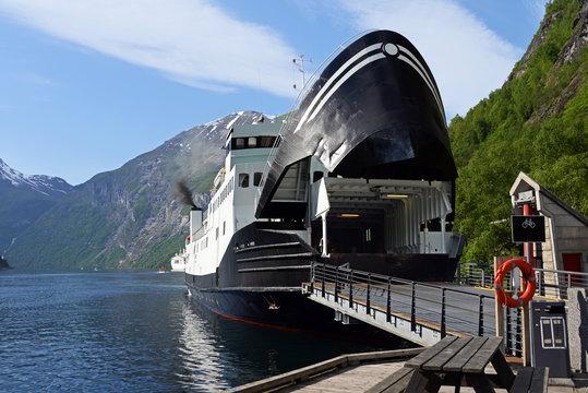 Hellesylt Autofähre im Geirangerfjord