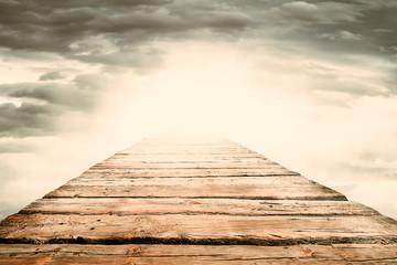 Brücke aus Holz führt ins Licht Fototapete