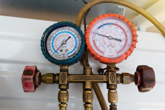 Coolant gauges, measuring equipment for investigate and refueling of air conditioners. Pressure Measurement – Manometers.