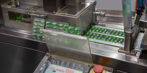 Capsule blister packaging machine in pharmaceutical industrial