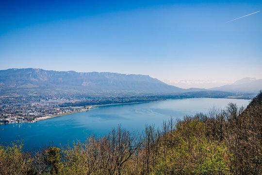 Vue sur le Lac du Bourget et Aix les Bains