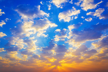 clouds in the blue sky  while sunrise energetic and peaceful wallpapaer