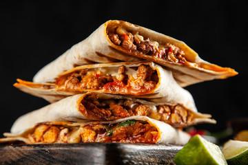 Fotoväggar - Chicken quesadillas with paprika, cheese and cilantro
