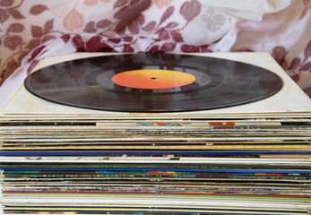 Música vintage en formato long play de vinilo iniciada en el siglo pasado.