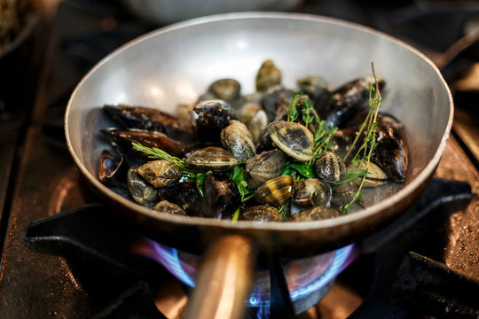 mussels on a pan