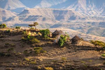 Foto auf Acrylglas Schokobraun ETHIOPIA, small farm with traditional tucul-houses on a ridge near Lalibela