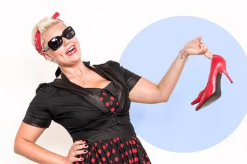 Rockabillylady präsentiert rote Highheels