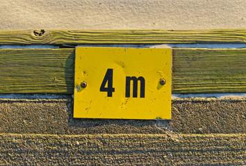 Yellow sign 4m