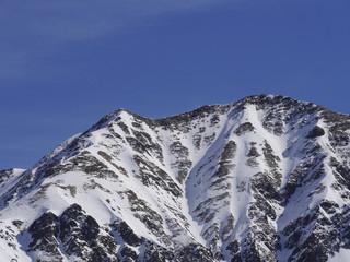 Verschneite Berggipfel in Österreich