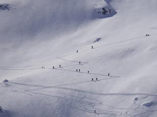 Skitourengänger Skibergsteigen in den Alpen