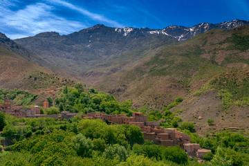 Niewielka marokańska wioska na zboczu gór Atlas. Imlil, Maroko