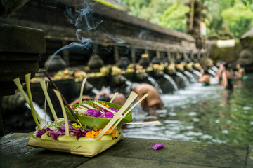 Foto auf Leinwand Kultstatte The holy spring water of Pura Tirta Empul temple in Bali, Indonesia.