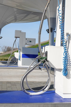 Liquid natural gas filling station for vehicles using an alternative to petrol.