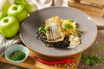 Morszczuk marynowany w oliwie cytrynowej z czarną soczewicą z chili i selerem naciowym, sosem rakowy