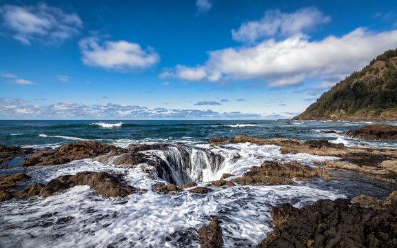 Thor's Well, Cape Perpetua, Oregon, USA, Color Image