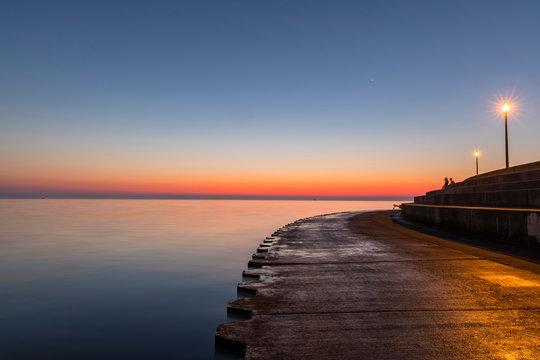 USA, Illinois, Chicago, Lake Michigan, pier at sunrise