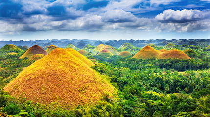 Spoed Fotobehang Heuvel Scenic view on amazingly shaped Chocolate hills in Bohol island, Philippines
