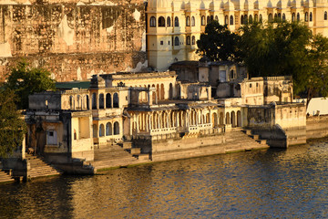 Fototapete - Udaipur cityscape, the historical lakeside architecture at lake Pichola, Rajasthan, India