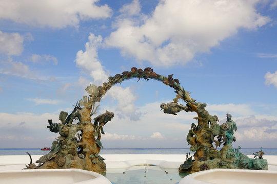 Monumento al Buzo en el malecón de Cozumel
