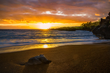 Wall Mural - Sunset on beach in Hawaii