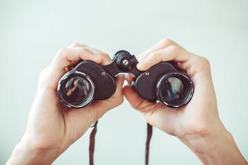 Fototapeta man holding binoculars