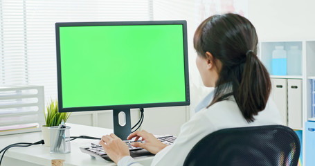 woman doctor use computer