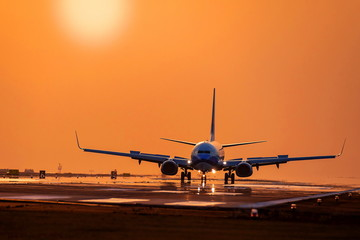 Tuinposter 薄暮の空港