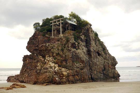 島根県の神秘的な名所稲佐の浜 日本
