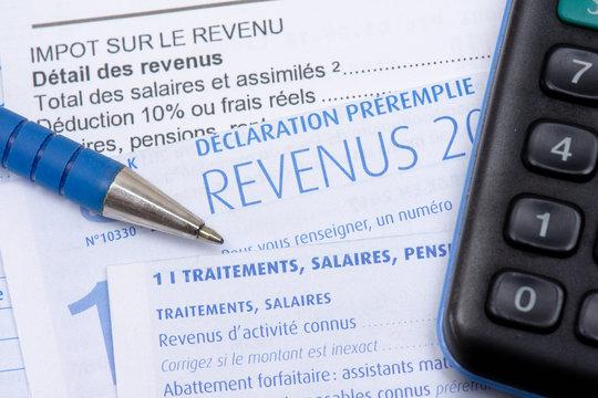 Impôts France : déclaration fiscale française préremplie avec la page des traitements, salaires, pensions et rentes