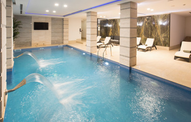 Swimming pool in hotel spa and wellness center Fototapete