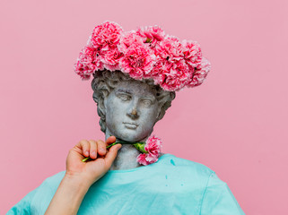 Antique bust of male with carnations bouquet in a hat Fototapete