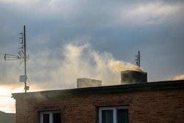 Obraz Biały dym z komina - fototapety do salonu