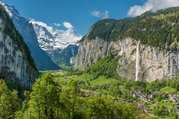 Foto op Canvas Pistache Panorama of Lauterbrunnen valley in the Bernese Alps, Switzerland. Idyllic landscape of Swiss