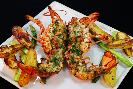 canadian lobster thermidor with asparagus and potato