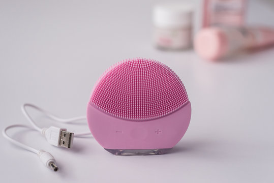 Cleansing brush for the face.