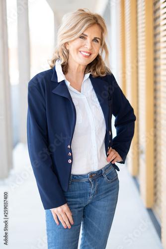 Frau über 60 aus