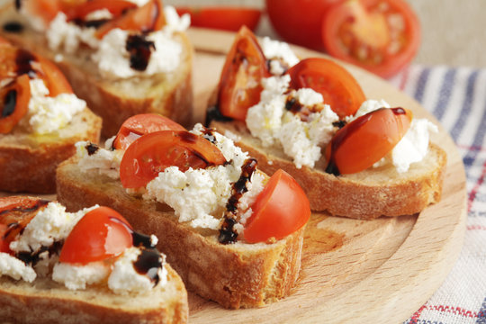 Sandwiches with tomatoes, homemade cheese, olive oil and balsamic sauce