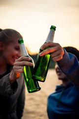 Foto op Plexiglas Bar Couple clinking their green alcohol bottles