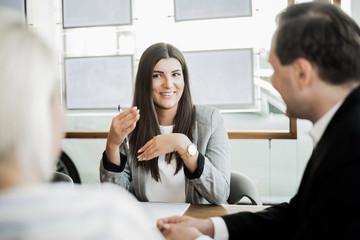 Kunden im Verkaufsgespräch
