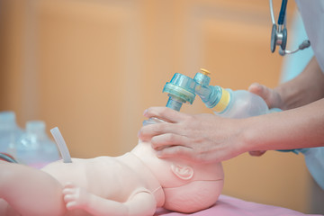 Medical students are training to save lives in the infant model.