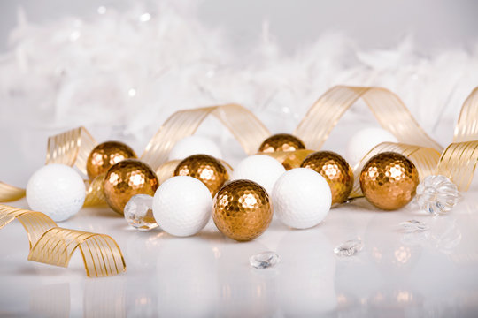 Golf Christmas with gold and white balls