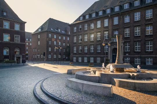 Der Rathausplatz von Bottrop in der frühen Morgensonne