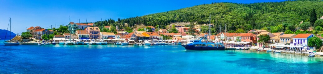 Greek holidays - beautiful Fiskardo village and port with great becahes, Kefalonia island Fototapete