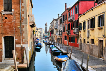 Fototapete - Colorful houses and boats lining a canal in the Dorsoduro district of Venice, Italy