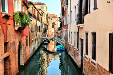 Fototapete - Beautiful canals with reflections and bridge in Venice, Italy
