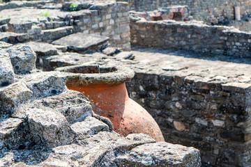 Fototapeta Ancient greek wine amphora in ruins closeup obraz