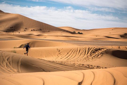 Corredor por el desierto y dunas de Marruecos y Merzouga