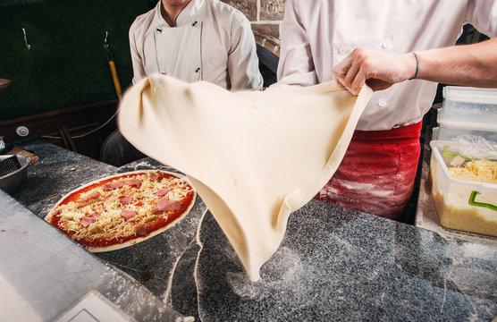 Preparation of a pizza dough, a dough in flight.