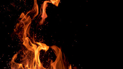 Photo sur Aluminium Feu, Flamme MACRO: Beautiful bright orange flames flicker in the darkness of the night.
